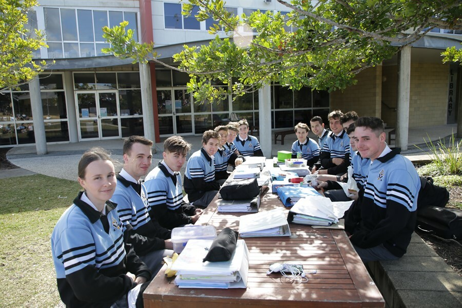 Yr12 Around the College (4)