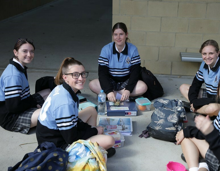 Yr12 Around the College (12)